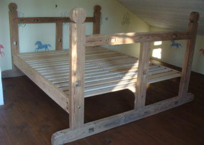 Sänky puumankelista